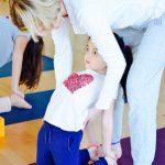 Une image de l'activité Viser l'harmonie, ensemble grâce au Yoga et à l'Acroyoga organisée par Apprends et Rêve, activités pour enfants et ados à Paris