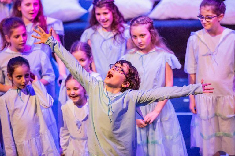 Activité 'Comédie musicale: du rêve à la scène, pour les 8-12 ans' par Apprends et Rêve, activités pour enfants et ados à Paris