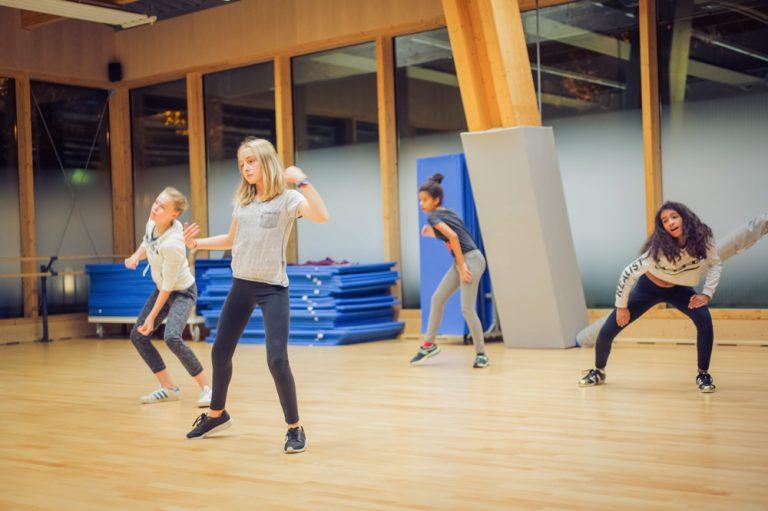 Activité 'Modern danse, on s'éclate' par Apprends et Rêve, activités pour enfants et ados à Paris