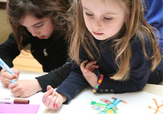 Activité 'Les petits artistes se révèlent' par Apprends et Rêve, activités pour enfants et ados à Paris