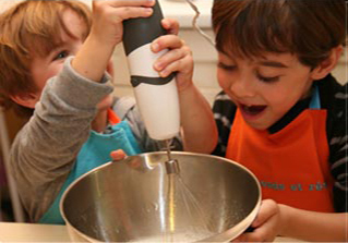 Activité 'Les Petits Chefs sont en cuisine!' par Apprends et Rêve, activités pour enfants et ados à Paris