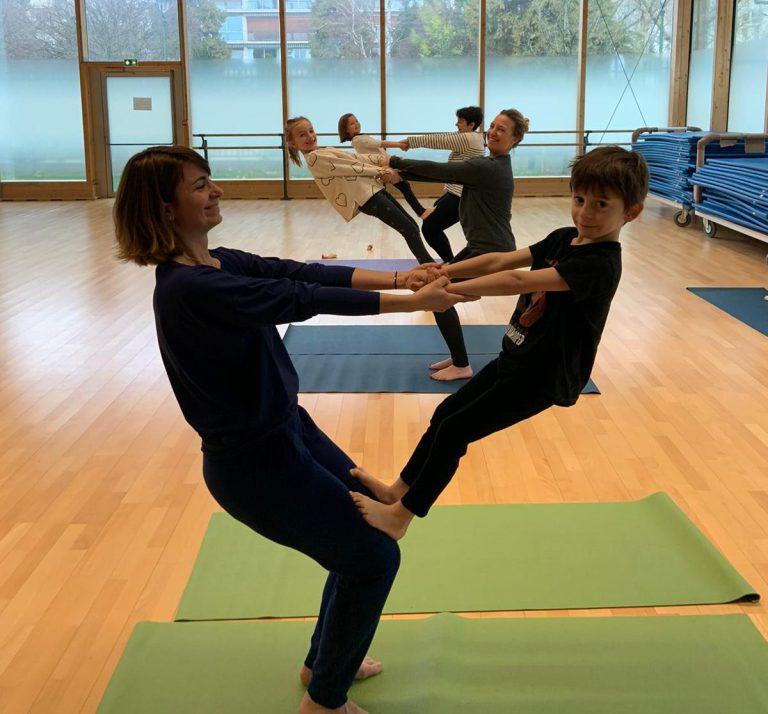 Activité 'Viser l'harmonie, ensemble grâce au Yoga et à l'Acroyoga (Parent/enfant, 5-8 ans)' par Apprends et Rêve, activités pour enfants et ados à Paris