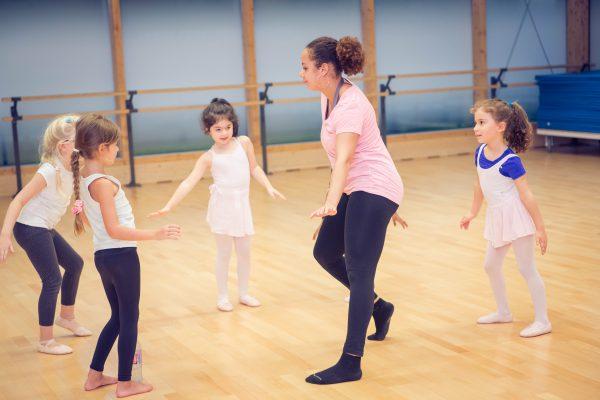Une image de l'activité Modern/Street Jazz Danse: Apprendre à danser comme dans les clips (pour les 5-7 ans) organisée par Apprends et Rêve, activités pour enfants et ados à Paris