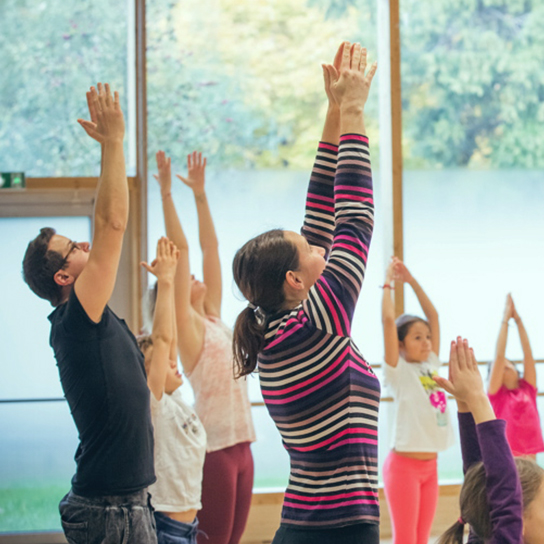 L'activité Yoga par Apprends et Rêve, activités pour enfants et ados à Paris