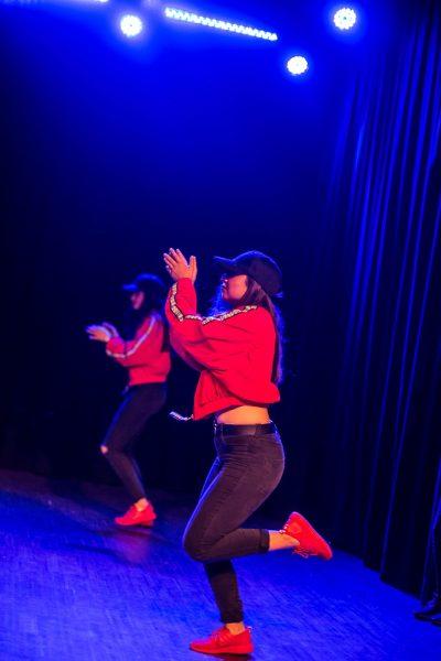 Une image de l'activité Modern/ Street Jazz Danse: quand les ados dansent comme dans les clips organisée par Apprends et Rêve, activités pour enfants et ados à Paris