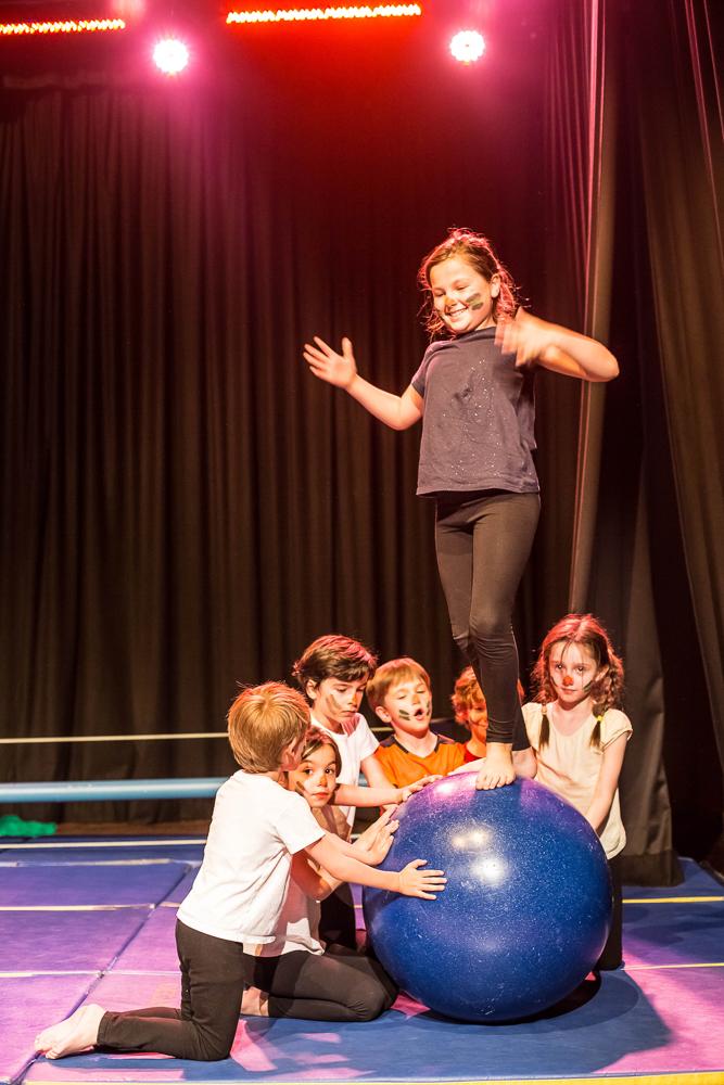Activité 'Cirque: des défis et des jeux pour les 7-12 ans' par Apprends et Rêve, activités pour enfants et ados à Paris